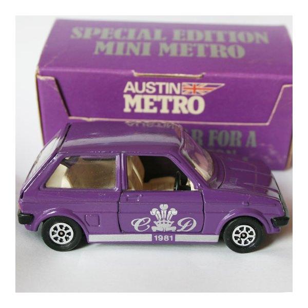 Corgi | Austin Mini Metro Charles & Diana II