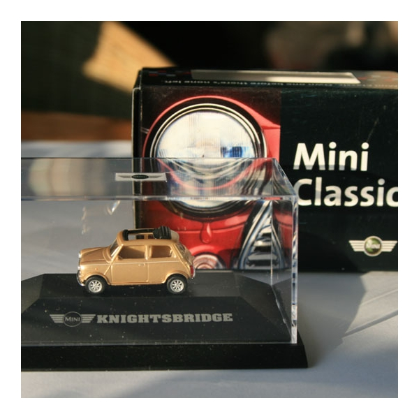 Herpa | Mini Classic Knightsbridge by BMW gold