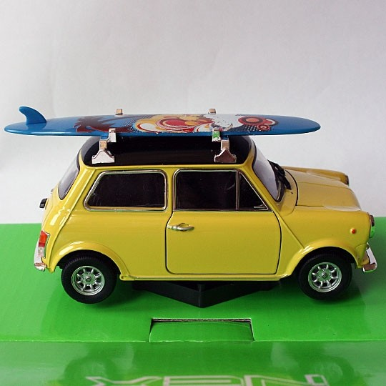 Welly | Innocenti Mini Cooper 1300 gelb mit Surfbrett