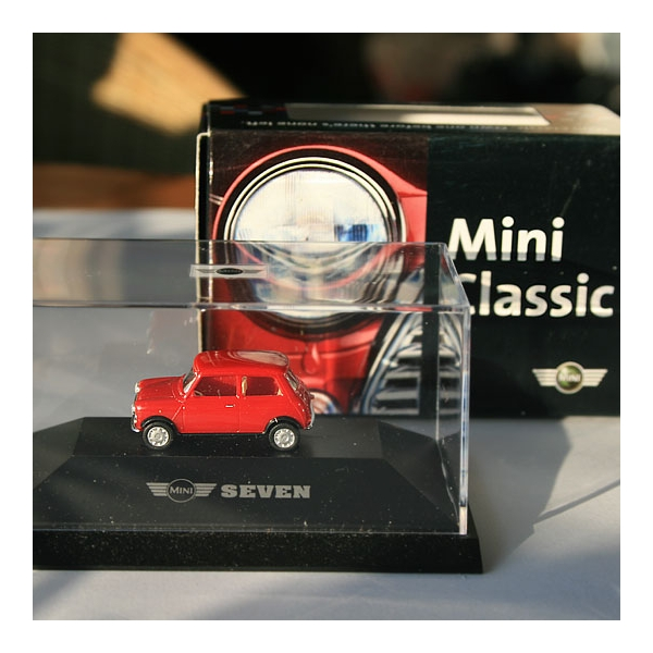 Herpa | Mini Classic Seven by BMW red