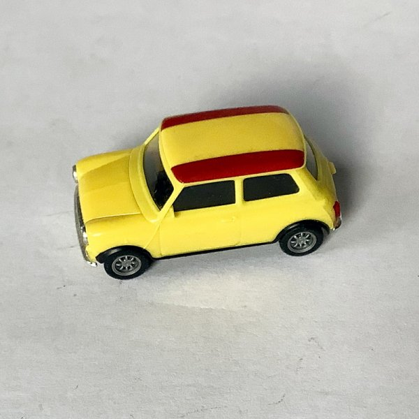 Herpa | Mini Cooper yellow with Spanish flag on the roof without packaging
