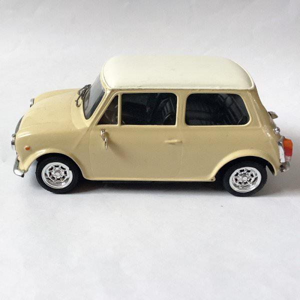 IMAI   Innocenti Mini Cooper montierter Modellbausatz