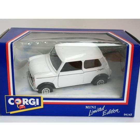 Corgi | Mini Designer white