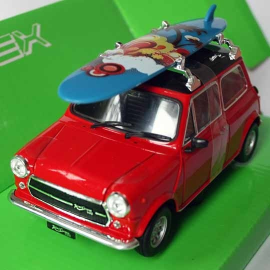 Welly | Innocenti Mini Cooper 1300 rot mit Surfbrett