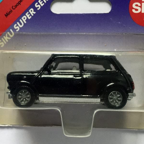 Siku | Mini Cooper schwarz/weiss ohne Verkehrsschild