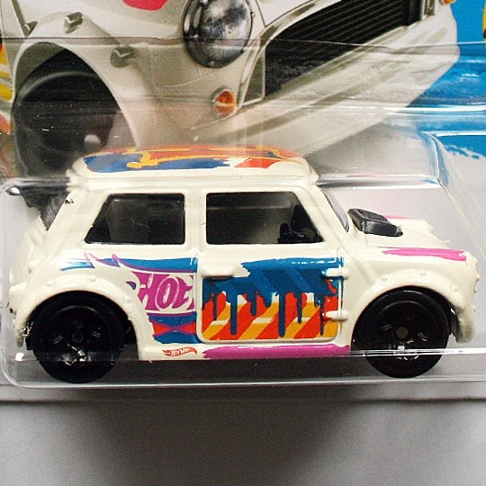 Hot Wheels | Morris Mini Art Car creme